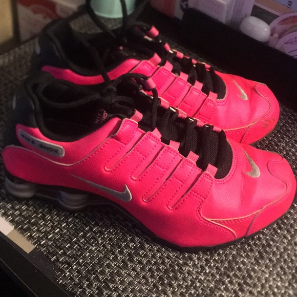 buy popular ed2cc 7a3e5 Nike shox women hot pink limited edition. M 5adfcd932c705d6c7a0f51ee